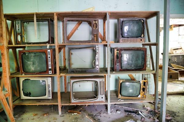 Ce se intâmplă când închizi televizorul